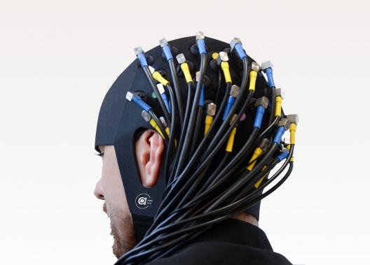 Intégration NIRS et EEG sur un bonnet unique, dans un fichier unique, pour des expériences combinées.